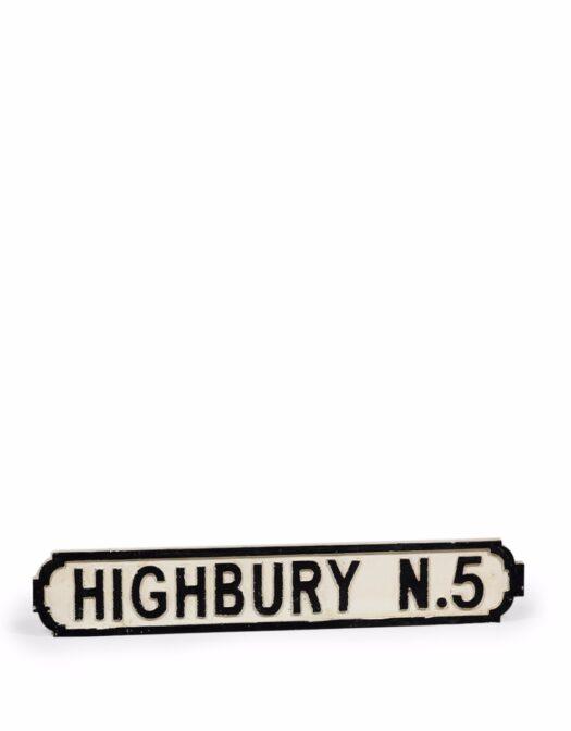 ANTIQUED WOODEN HIGHBURY N5 ROAD SIGN ITEM CODE- RS32
